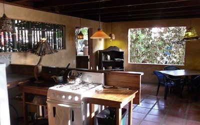 jazzys-river-house-dominical-costa-rica-cabina-inside-kitchen-living-area